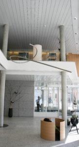 Kunst am Bau, Eingangshalle Raiffeisen Bank Wil und Umgebung, Kynetische Installation, Künstler Bernhard Salzmann und Max Zeintl