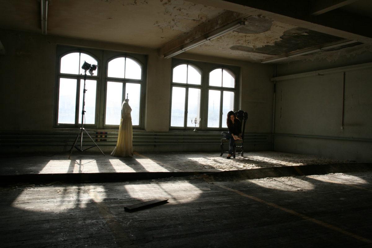 Foto-Shooting zur Webseite von Alexa Vogel in alten Sauerwerken, Arbon.
